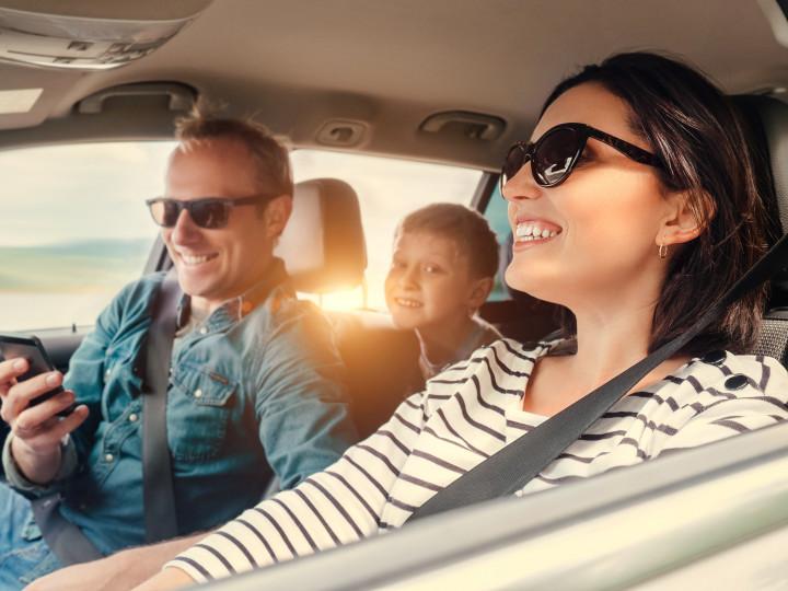 Viajar de carro com crianças pode ser desafiador inicialmente.